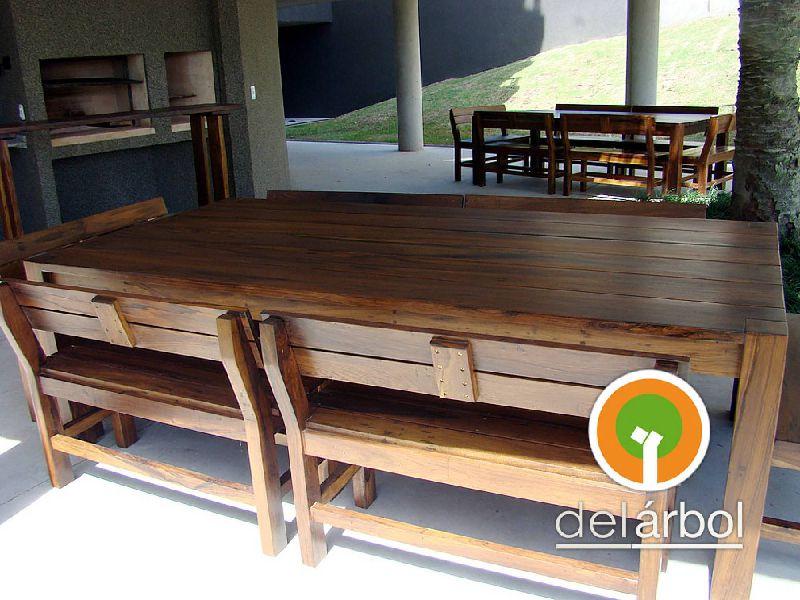 Bancos de madera para interior un banco clsico al pie de for Bancos de madera para interior baratos
