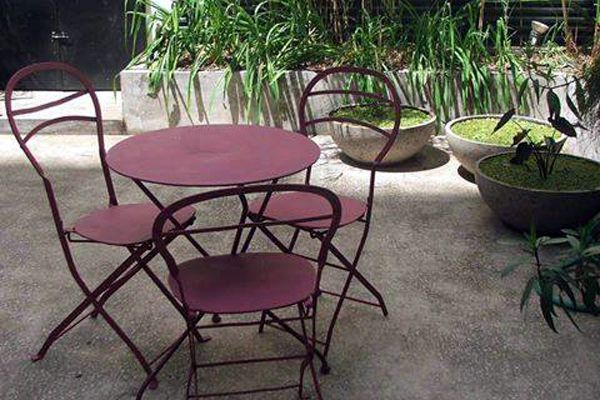 Sillas y bancos de hierro para jard n y exterior del for Sillas hierro jardin